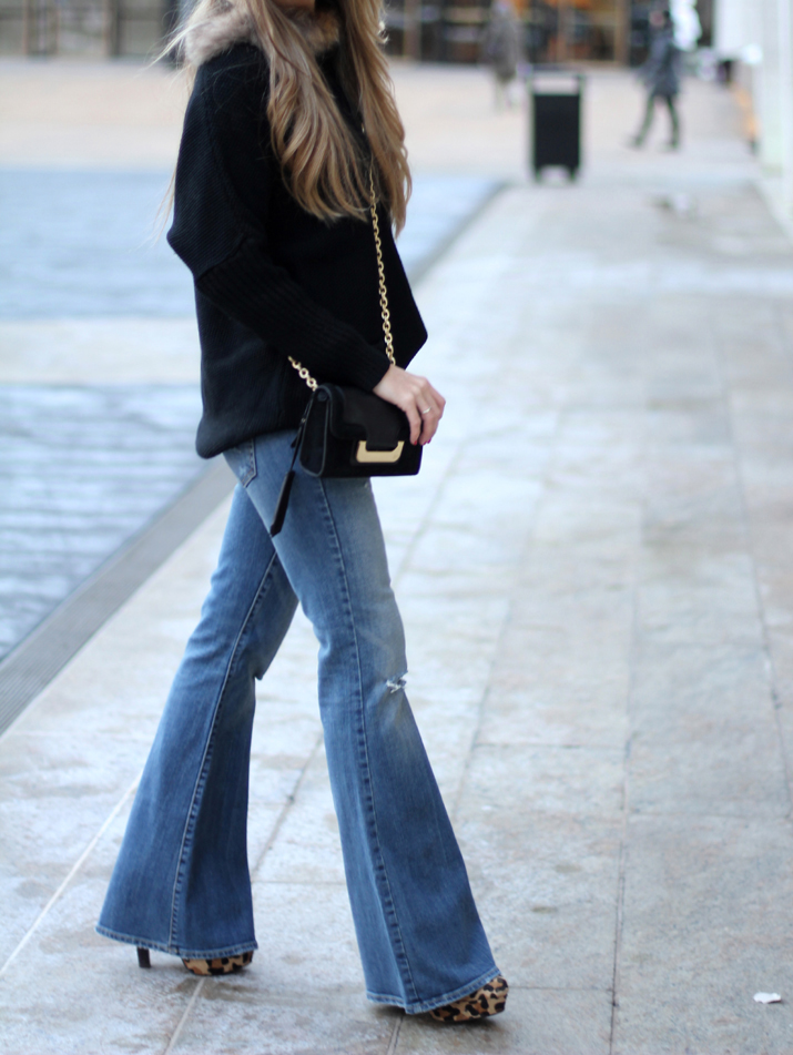 Flared jeans fashion blogger