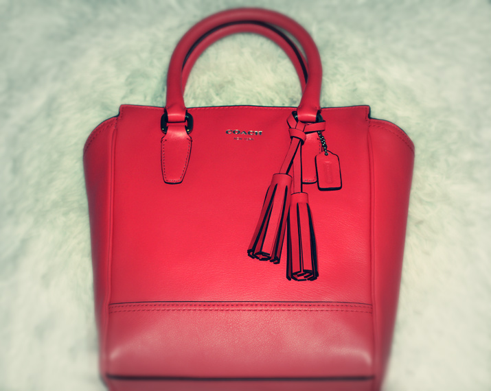 Coach Legacy Minni Tanner coral blogger