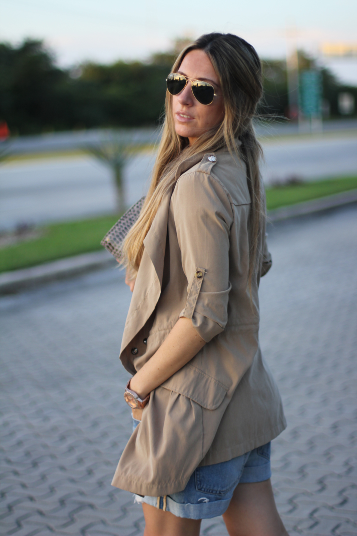 10.Fashion blog trench