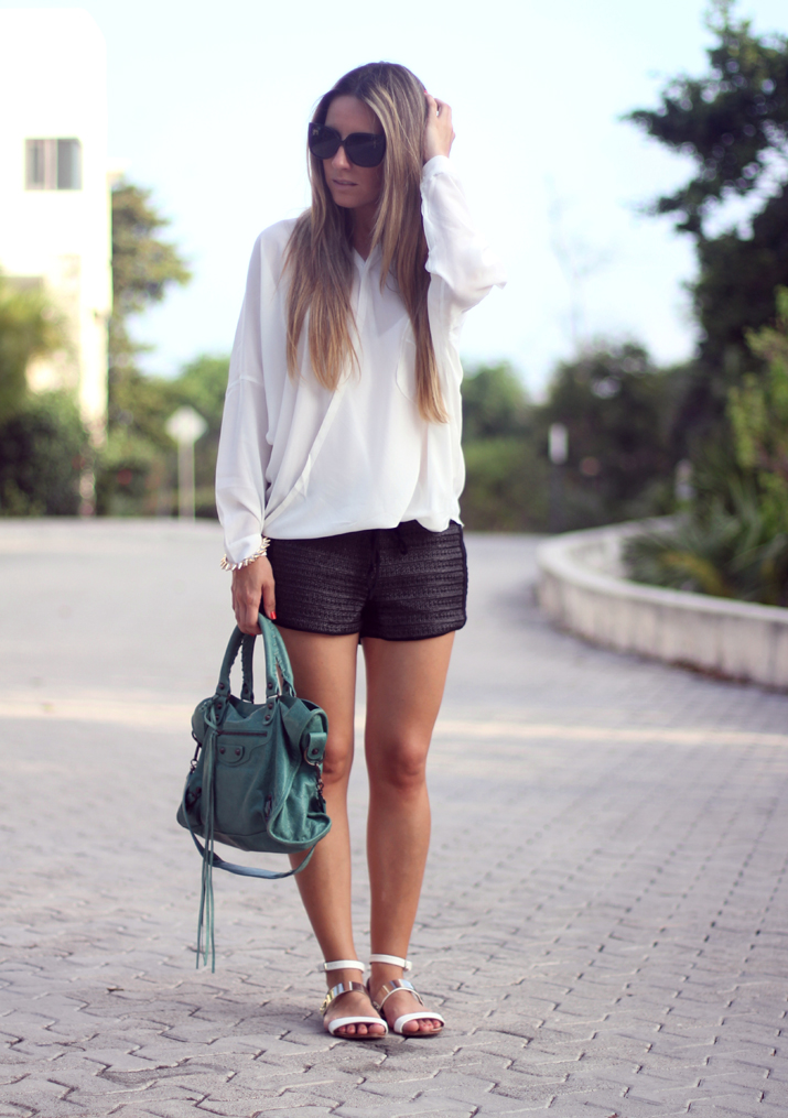 Black and white look blogger (6)