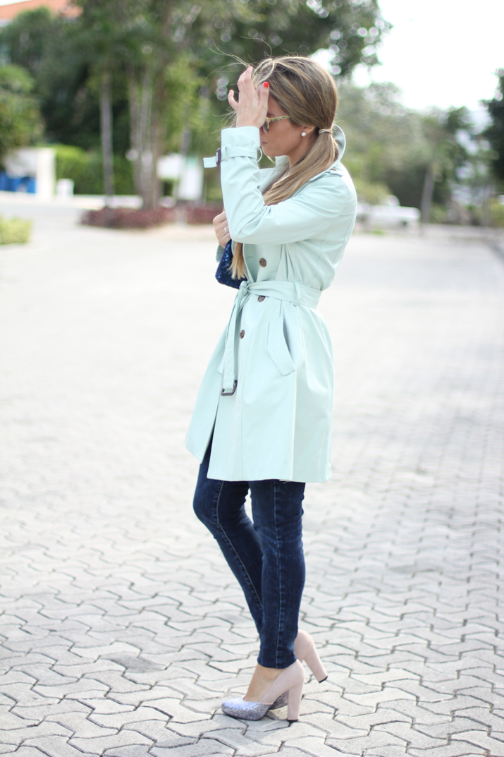 Mint trench fashion blogger Mónica Sors,  Mes Voyages à Paris