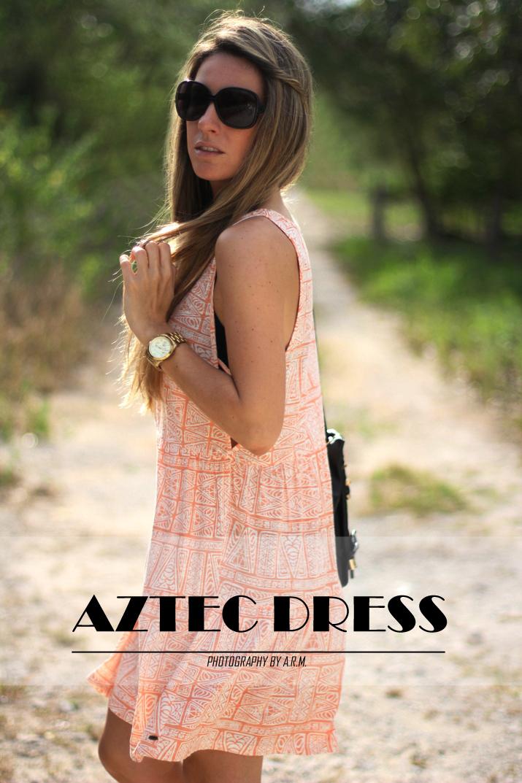 Aztec dress blogger Mónica Sors, Mes Voyages à Paris