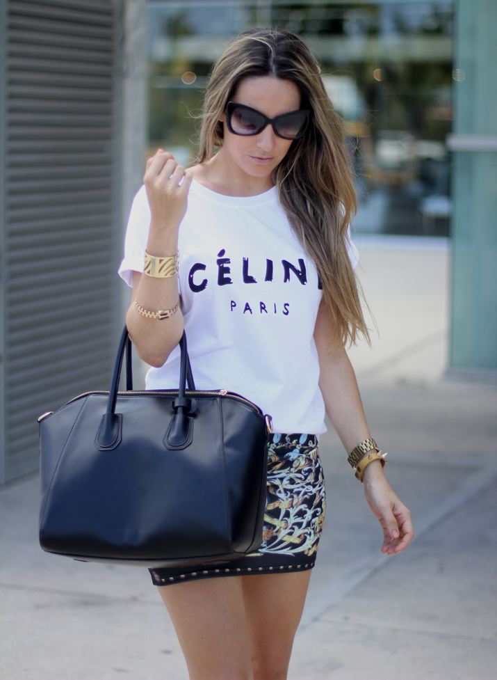 look con camiseta de Celine (3)