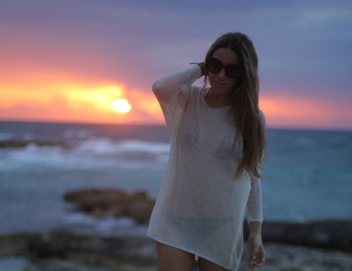 Mónica Sors bikini y jersey calado blanco blog México