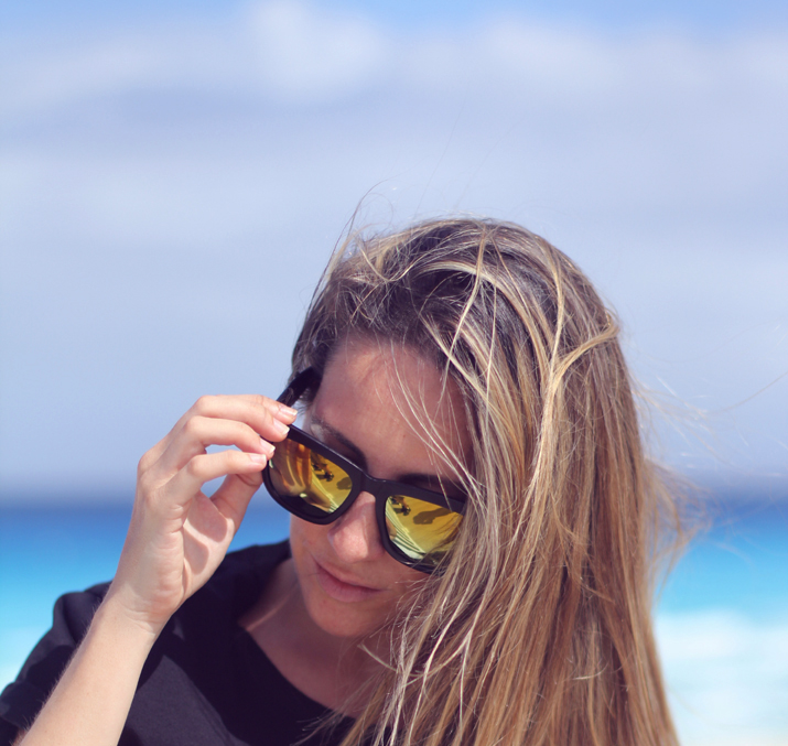Mirror sunnies Mexico blogger Mónica Sors