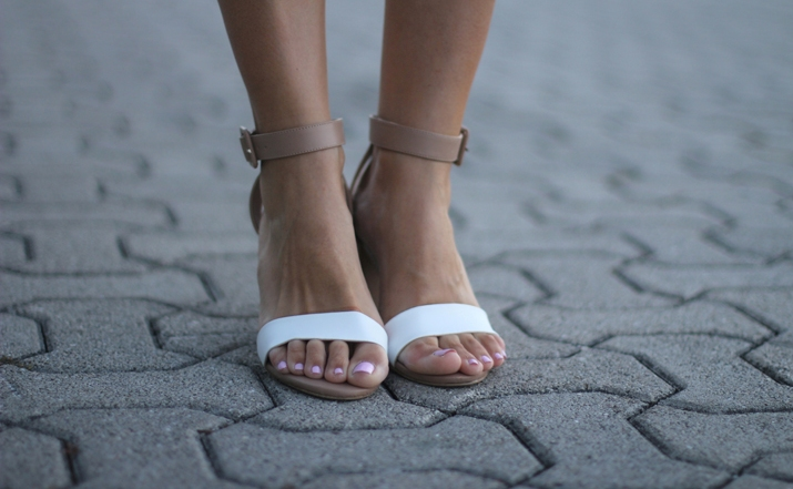 Zara white sandals fashion blogger Mónica Sors Mexico