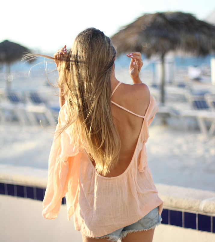 Open back top fashion blogger in Bahamas