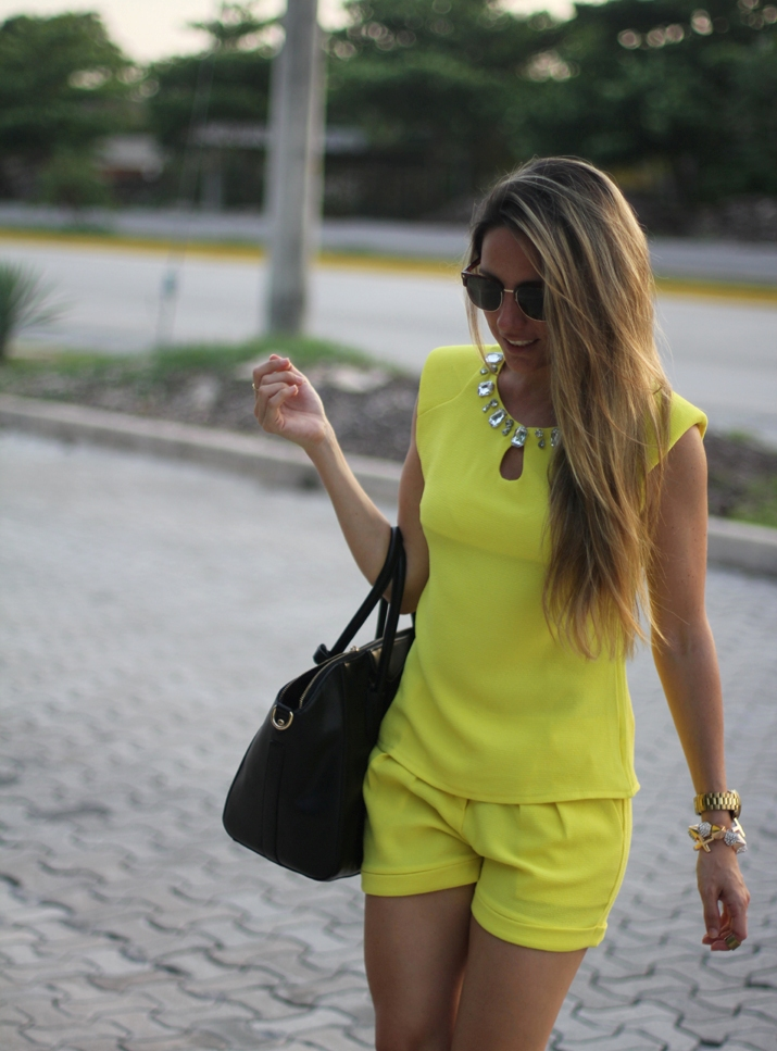 Two-piece suit trend fashion blogger Mónica Sors