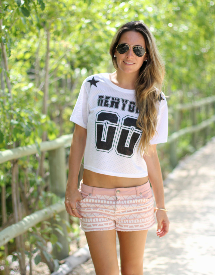Ethnic shorts and sports crop top fashion blogger Mónica Sors, Mes Voyages à Paris (8)