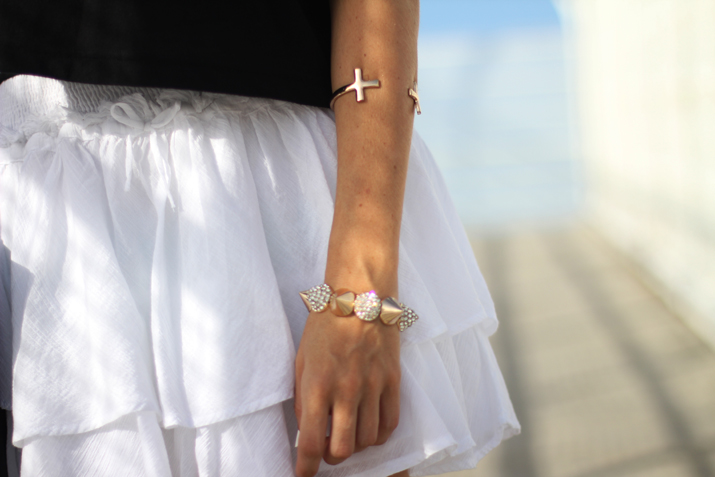 Summer fashion inspiration: white skirt and golden bracelets