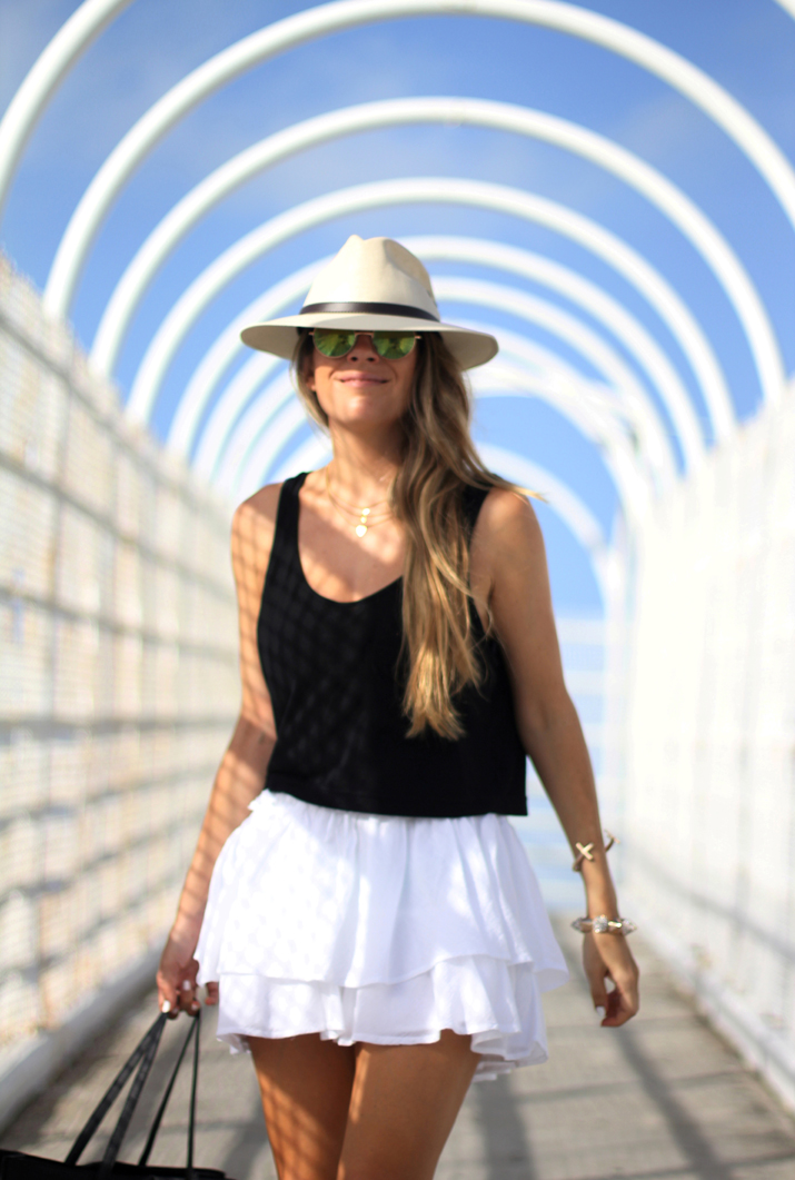 White skirt fashion blogger