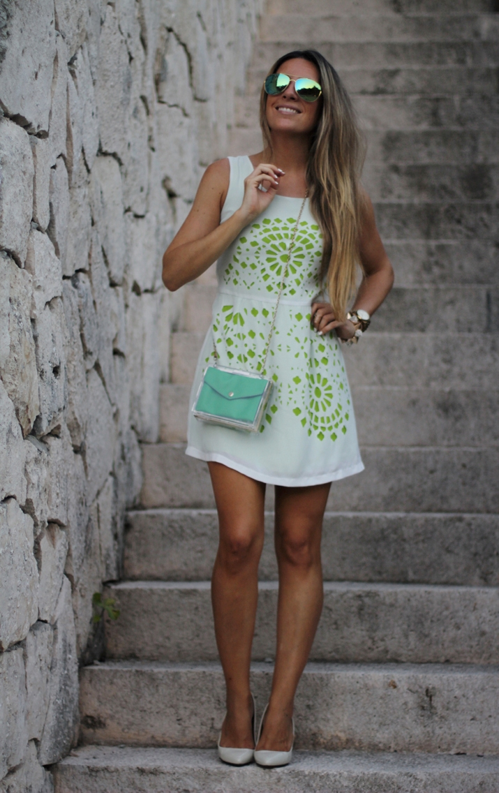 white sundress by fashion blogger Mónica Sors