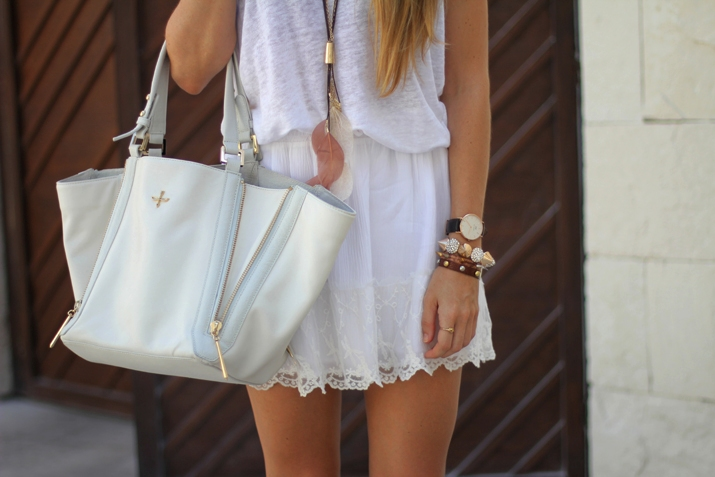 Lace skirt blogger