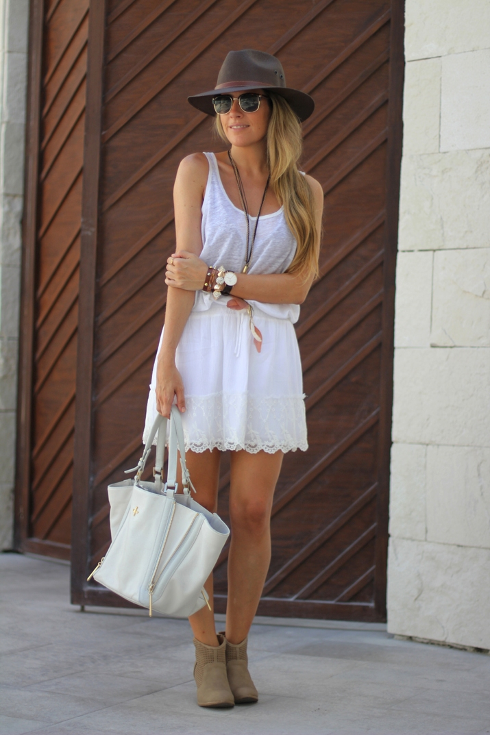 White lace skirt fashion blogger Mónica Sors (10)