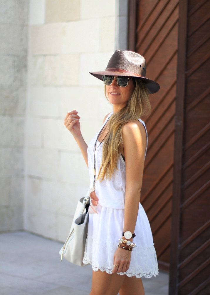 Summer outfit with white lace skirt fashion blogger Mónica Sors (3)