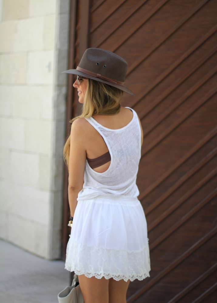 White lace skirt fashion blogger Mónica Sors (8)