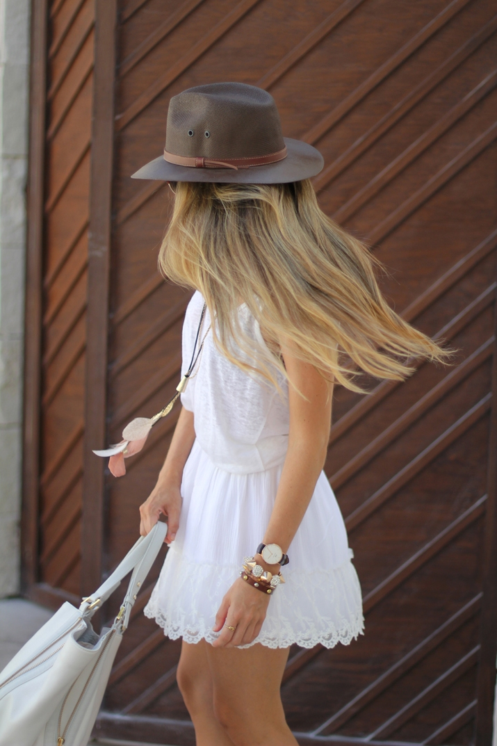White lace skirt fashion blogger Mónica Sors (9)